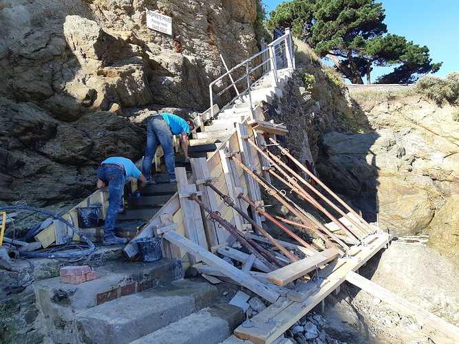 Réparation et coulage d''un escalier béton pour accès plage - Dinard - 35 0
