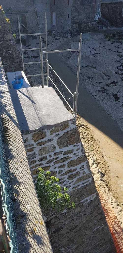 Mur d''enceinte en pierre - bord de mer - Dinard (35) resized2018092416131160321001