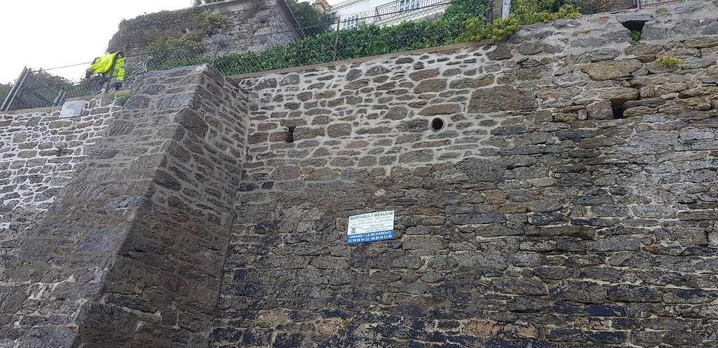 Mur d''enceinte en pierre - bord de mer - Dinard (35) 0