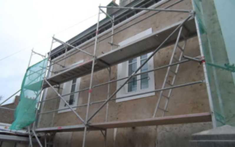 Rénovation façade de maison à la chaux sam00441