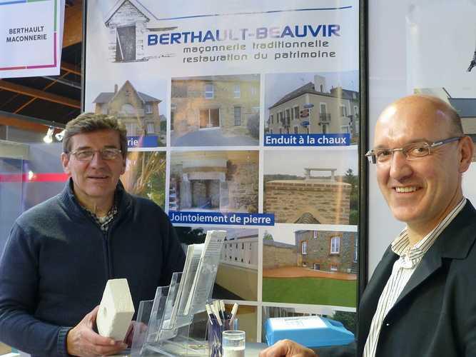 BERTHAULT BEAUVIR MACONNERIE : notre stand au salon de l''habitat de St-Malo p1030623